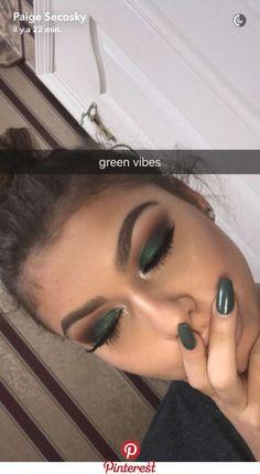 "dark green eye makeup History of eye makeup ""Eye care"", quite simply, ""eye make-up"" happens Makeup For Green Eyes, Blue Eye Makeup, Skin Makeup, Eyeshadow Makeup, Green Eyeshadow, Fall Eye Makeup, Fall Eyeshadow Looks, Eyeshadow Ideas, Eyeshadow Palette"