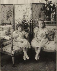 Tatiana and Olga, 1900 #russian #grandduchesses #tatiana #and #olga #romanov #beautiful #gorgeous #picture #of #them #in #1900 #imperial #russia #history #russianroyalty