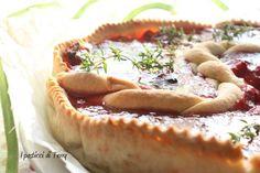 Una Tart golosa e succulenta di fragole arrostite e timo, da provare. Vi aspetto sul blog per la ricetta: http://www.ipasticciditerry.com/tart-fragole-arrostite-timo/