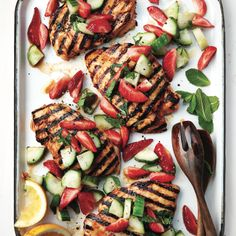 Are you a light eater? Even small appetites crave big flavours, and our spicy chicken on a strawberry-cucumber salad is up to the task. Balsamic Vinegar Chicken, Sriracha Chicken, Sriracha Sauce, Best Grilled Chicken Recipe, Grilled Pork, Grilling Recipes, Cooking Recipes, Cucumber Salad, Strawberry Recipes
