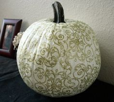 I just posted the photos of my friend Sheila's pumpkin project in my post, Pumpkin Time. Everyone wanted to know how Sheila did it.  Well I knew she used the instructions in the October 2011 issue of Country Living Magazine.  I haven't been able to reach her, but I did pull out my Country Living magazine …