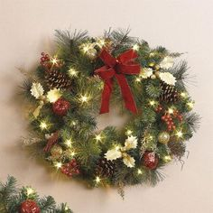 Cordless Battery Operated Christmas Wreaths  #tbttchristmaswreaths