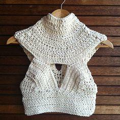 Captivating Crochet a Bodycon Dress Top Ideas. Dazzling Crochet a Bodycon Dress Top Ideas. Bikinis Crochet, Crochet Bikini Pattern, Crochet Halter Tops, Crochet Crop Top, Crochet Blouse, Knit Crochet, Crochet Patterns, Swimsuit Pattern, Crochet Clothes