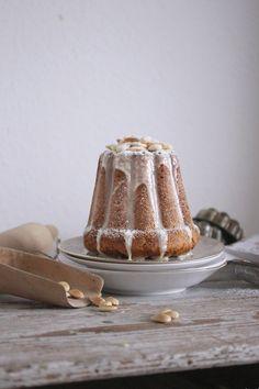 PinWas lange währt.... Mandel Gugelhupf mit weißer Schokolade