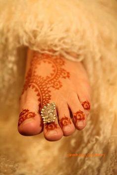 for the mehendi - henna on feet Mehndi Art, Henna Mehndi, Henna Art, Mehndi Designs, Tattoo Designs, Foot Henna, Hand Henna, Marwari Mehndi Design, Indian Accessories