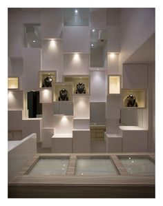 Jewelry Store Displays, Jewellery Shop Design, Jewellery Showroom, Jewelry Shop, Reception Counter Design, Showroom Interior Design, Store Interiors, Retail Store Design, Wall Design