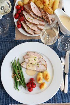 Langtidsstekt kalkunbryst med appelsinchilisaus Sour Cream, Chili, Healthy Recipes, Healthy Food, Turkey, Eggs, Orange, Cooking, Breakfast