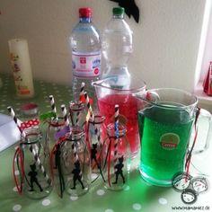 Waldmeister und Heimbeer-Schorle für eine Peter Pan Party Peter Pan Party, Greta, Adele, Parties, Drinks, Birthday, Kids, Food, Theme Ideas
