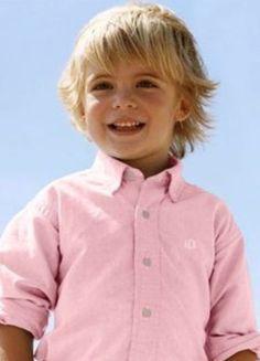 niño con corte surfero