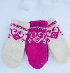 #søljevotten #tovetvotter #knittersofnorway#vinter#rosa Mittens Pattern, Knit Mittens, Knitting Socks, Mitten Gloves, Baby Knitting, Autumn Photography, Diy Clothing, Handmade Clothes, Baby Booties