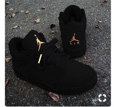 0b4a99e34c4c red burgundy Jordan shoes