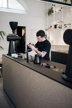 Coffee Bar Design, Coffee Shop Interior Design, Restaurant Interior Design, Modern Restaurant, Coffee Shop Interiors, Coffee Shop Counter, Coffee Shop Bar, Coffee Shop Branding, Coffee Shops