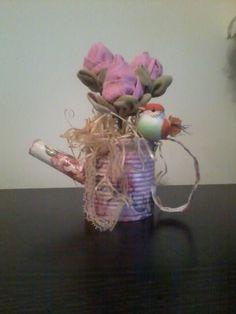 Regador feito de lata com Rosas em tecido