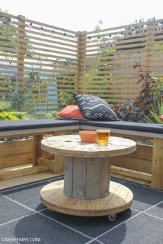 How to turn a cable reel into an outdoor coffee table + my cosy garden corner Diy Outdoor Table, Outdoor Coffee Tables, Indoor Outdoor Living, Diy Table, Outdoor Decor, Outdoor Projects, Wooden Spool Tables, Cable Spool Tables, Wooden Garden Benches