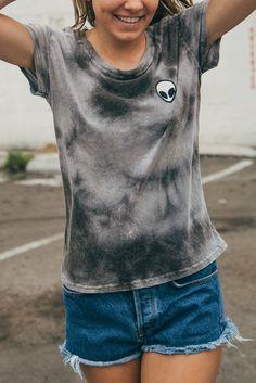 Brandy Melville Margie Alien Tie Dye Tee T shirt Brandy Melville, Teen Fashion, Fashion Outfits, Casual Outfits, Cute Outfits, Tee T Shirt, Tumblr Outfits, Outfit Goals, Cute Shirts
