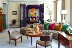 Beautiful, bright and modern Manhattan home designed by Steven Gambrel. The interiors was inspired by a cosmopolitan cocktail lounge in the the posh Mayfair hotel. Via Elle Decor Photo by Eric Piasecki Interior by Steven Gambrel Interior Windows, Interior Exterior, Interior Design, Manhattan Apartment, York Apartment, Villa, Gambrel, Kitchen Cabinetry, Apartment Design
