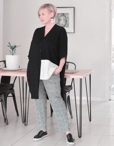 How a minimal wardrobe need not be boring - look better with less Over 60 Fashion, 50 Fashion, Timeless Fashion, Stylish Outfits For Women Over 50, Minimal Wardrobe, Cardigan Shirt, Monochrome Outfit, Fall Capsule Wardrobe, Fashion Capsule