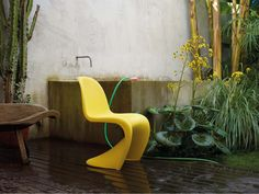 The Panton Chair is a modern day classic from Verner Panton | buy it in Domésticoshop.com