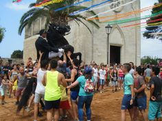 Fiestas populares con caballos en Menorca. Llumeçanes