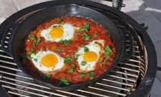 Shakshuka shakshuka-Shakshuka from the grill – recipe for … - Germany Rezepte Shakshuka Recipes, Grilling, Bbq, Brunch, Tasty, Breakfast, Ethnic Recipes, Caravan, Bookmarks