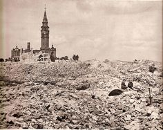 Huge Collection Of The Warsaw Uprising Photos - Page 3 of 3 - Best of Web Shrine Warsaw Uprising, Warsaw Ghetto, The World's Greatest, Destruction, Barcelona Cathedral, Arch, Survival, Old Things, Illustrations