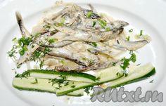 В качестве гарнира можно использовать любые овощи, рис, лапшу. Очень вкусно подать приготовленную мойву со свежим огурцом.
