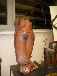 Poppets Frauentorso mit Draht umwickelt Clay, Pottery, Ceramics, Objects, Sculptures, Ceramica, Ceramica, Pottery Marks, Ceramic Art