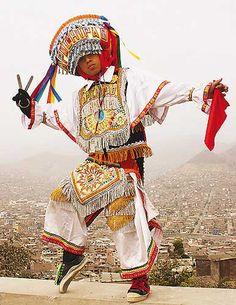 Danza de las tijeras. Es una danza indígena de carácter mágico religioso originaria de Perú. Los bailarines protagonizan  espectáculos  en duelos coreográficos de habilidad, destreza, prueba física y de resistencia. Se realiza al compás de un arpa y un violín y está relacionada a las divinidades andinas. El vestuario es muy colorido, con finos bordados y ornamentos; pesa aproximadamente 15 kilos, por lo que el danzante debe ser una persona físicamente preparada.