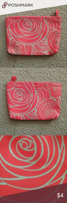 Ipsy Cosmetic Bag No trades. Gently used. Bag only - no products. I ship same or next day! Ipsy Bags Cosmetic Bags & Cases
