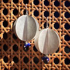 Domenica! Brinco Carambola: Prata diamantada 950 + Lapis Lazuli #fattoamano #handmade #feitoamao #lapislazuli #cioccomio #prata950