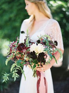 Flowerona Links : With dahlias, hotels & an elopement... | Flowerona (Image : Michelle Boyd Photography)