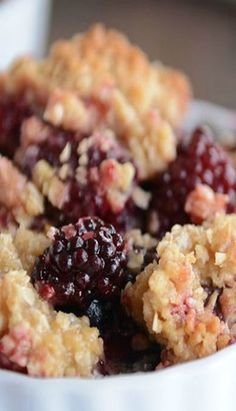 The Best Blackberry Crisp The fresh flavors of summer berries shine in this refreshing dessert. Layers of blackberries, ladyfingers soaked in blueberry sauce, and whipped cream alternate in this showstopping dessert. Fruit Recipes, Sweet Recipes, Cooking Recipes, Pie Recipes, Recipies, Blackberry Crisp, Blackberry Raspberry Recipes, Blueberry Pies, Black Raspberry Cobbler