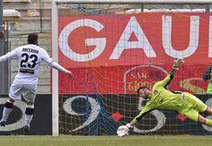 Parma-Palermo 1-0, analisi e pagelle: basta un rigore di Nocerino, Palermo a secco - http://www.maidirecalcio.com/2015/04/26/parma-palermo-1-0-analisi-e-pagelle-basta-un-rigore-di-nocerino-palermo-a-secco.html