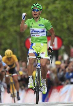 Peter Sagan (Liquigas-Cannondale) does a little dance