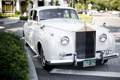 WOW! A beautiful vintage rolls royce car! I love this and it would def be beautiful to have for my wedding. Especially since Im going for the  Vintage look. bridal-guide-dream-wedding-design-contest