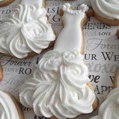 bride gown cookie + royal icing (roll out sugar cookies wedding dresses) Fancy Cookies, Iced Cookies, Cute Cookies, Royal Icing Cookies, Cookies Et Biscuits, Cupcake Cookies, Baking Cookies, Cookie Favors, Cookie Icing