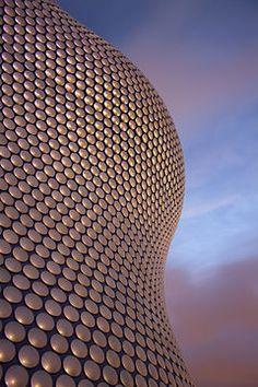 Selfridges Building - Birmingham, England (by Jan Kaplický / Future Systems) Arch Architecture, Contemporary Architecture, Amanda Levete, Future Systems, Birmingham Uk, Birmingham Selfridges, Modern Buildings, Facade, Exterior