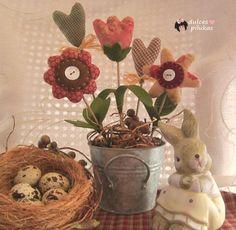 Me apetecía mucho tener unas florecitas en el taller   y creo que estas son ideales, muy primaverales   y con un encantador estilo  count...