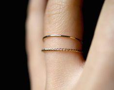 14K Gold fill Twist anneaux empilables pile or par hannahnaomi