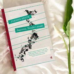 """""""Japonia. Smaki i znaki"""" Joanny Bator ostatnio zajmuje moje wieczory. I jestem tą książką pozytywnie zaskoczona... Spodziewałam się krótkich felietonów o wszystkim i o niczym, a tymczasem to podróż zaczynająca się od pierwszych fascynacji kompletnie odmiennym krajem, przez podglądanie codziennego życia współczesnych Japończyków, po tematy tabu, o których publicznie się nie rozmawia, a które tak wiele mówią o tym społeczeństwie. Polecam ją wszystkim z Books, Instagram, Libros, Book, Book Illustrations, Libri"""