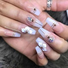 Ombre natural nude nails with gold designs Best Acrylic Nails, Acrylic Nail Designs, Nail Art Designs, Gold Designs, Aycrlic Nails, Bling Nails, Bling Wedding Nails, Coffin Nails, Nail Swag