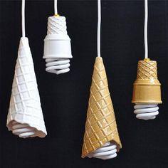 Lamparas en forma de conos de helad, fácil y rápido de hacer.
