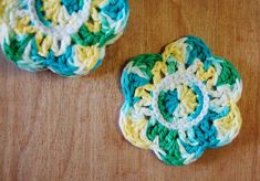 Crochet Pattern for cute flower coasters from ThinkCrafts.com, freebie: thanks so xox
