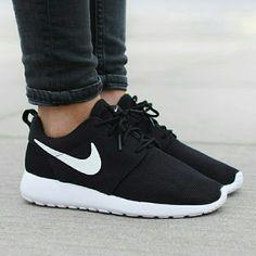 pretty nice b3ca7 6eff2  125 SALE Roshe Run Black White Nike ID NO Trades NO Swaps NO Lowballing  DESCRIPTION Brand