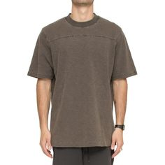 Yeezy 'Onyx Shade' T-Shirt (£137) ❤ liked on Polyvore featuring men's fashion, men's clothing, men's shirts, men's t-shirts, marrone, mens oversized t shirt, mens brown shirt, mens short sleeve t shirts, mens oversized shirt and mens short sleeve shirts