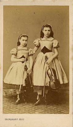 Girls with violins, circa Vintage Children Photos, Children Images, Vintage Pictures, Old Pictures, Old Photos, Vintage Kids, Vintage Images, Victorian Photos, Antique Photos