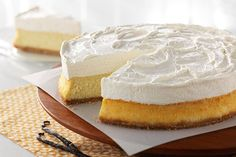 Vanilla Bean Mousse Cheesecake - This creamy cheesecake boasts a crushed wafer crust and a layer of sweetened cream cheese and whipped topping. Cheesecake Mousse Recipe, Cheesecake Toppings, Cheesecake Recipes, Dessert Recipes, Baking Recipes, Delicious Desserts, Vanilla Mousse, Choc Mousse, Kraft Recipes