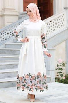 ⋴⍕ Boho Decor Bliss ⍕⋼ bright gypsy color & hippie bohemian mixed pattern home decorating ideas - Modern Hijab Fashion, Muslim Women Fashion, Abaya Fashion, Fashion Dresses, Fashion Muslimah, Fashion Fashion, Hijab Evening Dress, Hijab Dress, Hijab Outfit