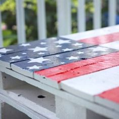 Check out this DIY, and make your own pallet coffee table this summer. (pallet ideas for patio coffee tables) Diy Coffee Table, Diy Table, Patio Table, Picnic Table, Wooden Pallets, Wooden Diy, Painted Pallets, Blue Pallets, Mason Jar Lanterns