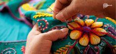 Bordados a mano por manos de mujeres andinas...tan majestuoso trabajo...